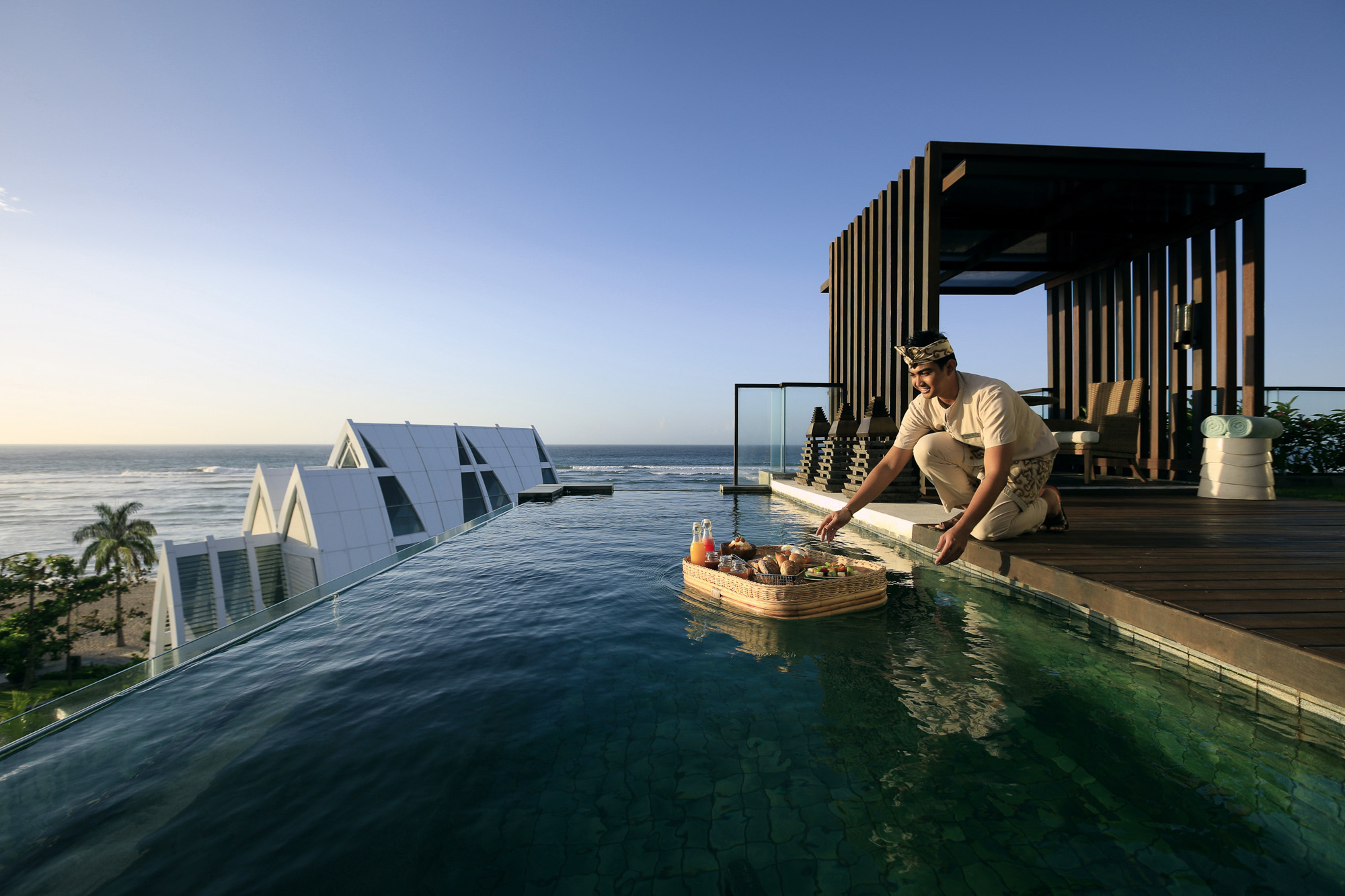 Ritz_Carlton_Nusa_Dua_Floating_Breakfast_5314_3